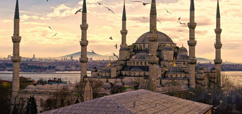 Golf-in-Blue-Mosque-Istanbul-Turkey