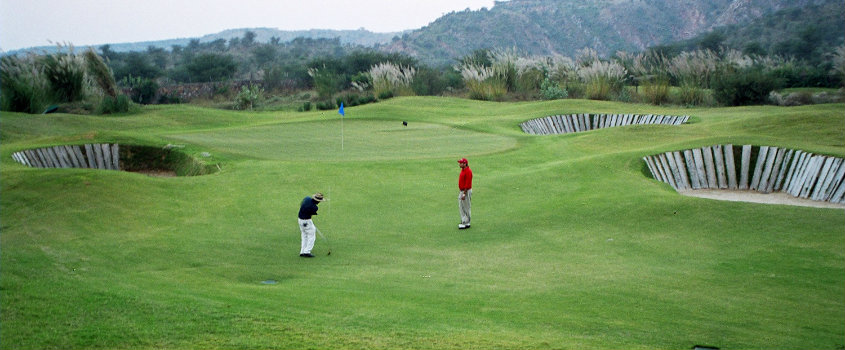Golf Lessons in Golden Greens Golf Club