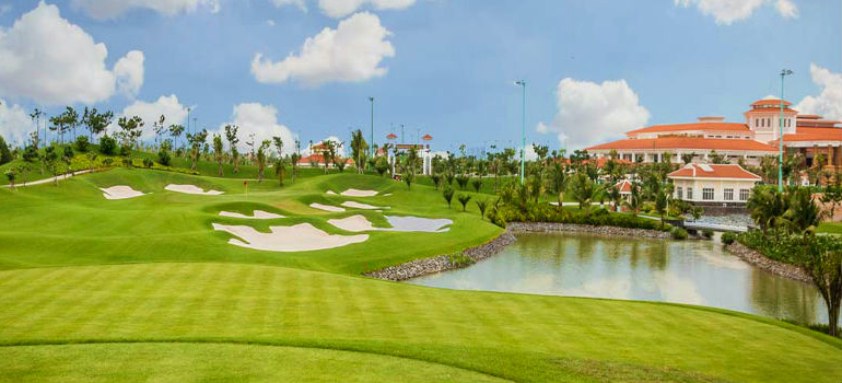 Tan Son Nhat Golf Course: Golf after Landing or Fly after Golfing